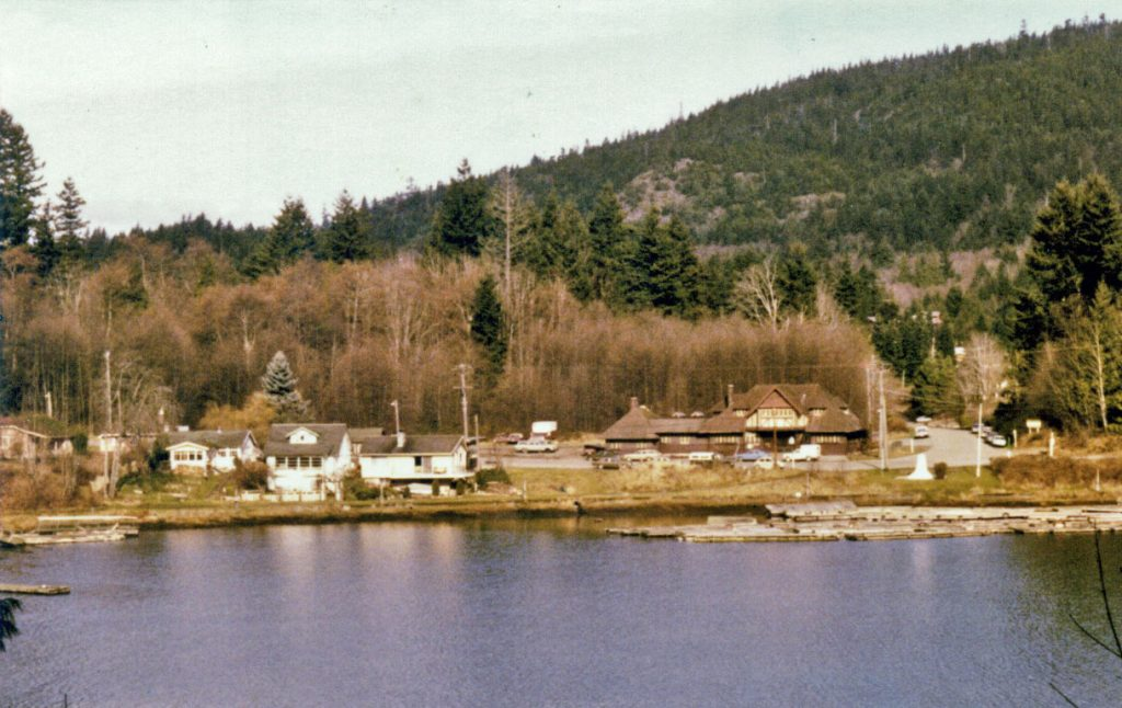 Cottages, Snug Cove and Old General Store
